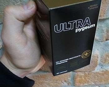 Упаковка Pygeum Ultra в руках у мужчины